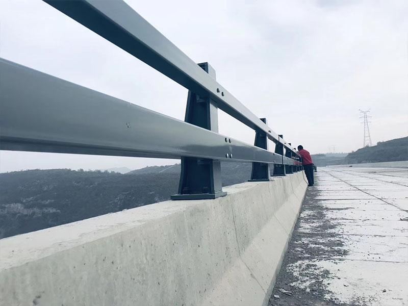 桥梁防撞护栏安装