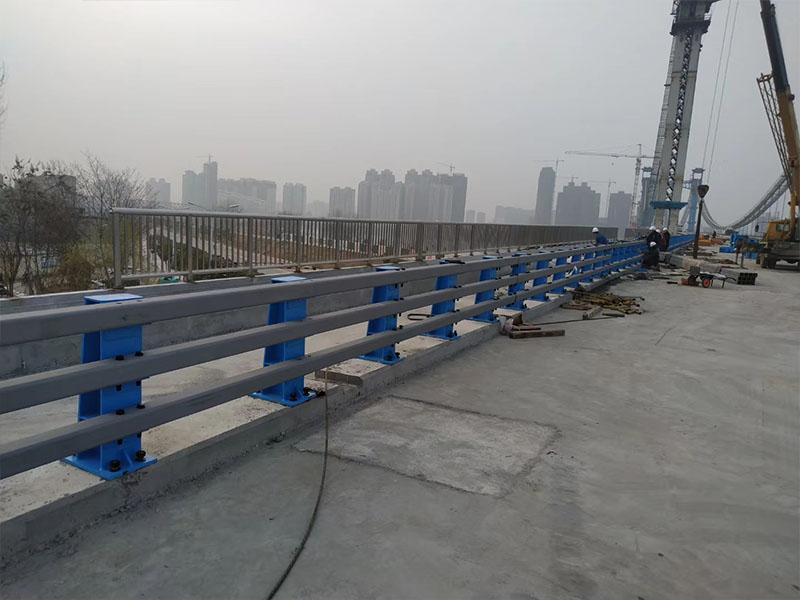 防撞护栏安装示例